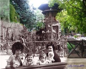 1964 -> 2014. Lety y Mayte en la Glorieta de Alcoy, con nuestras madres, Carmen y Tere.