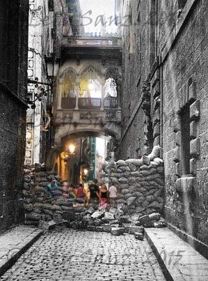 Barcelona, maig1937. Barricada construïda al Carrer del Bisbe. Autor desconegu copyrightt.