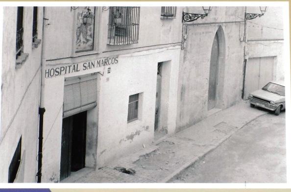 Fachada de la entrada al antiguo Hospital Sant Marc
